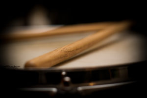 snare-drum-sticks-blurred-art's music shop